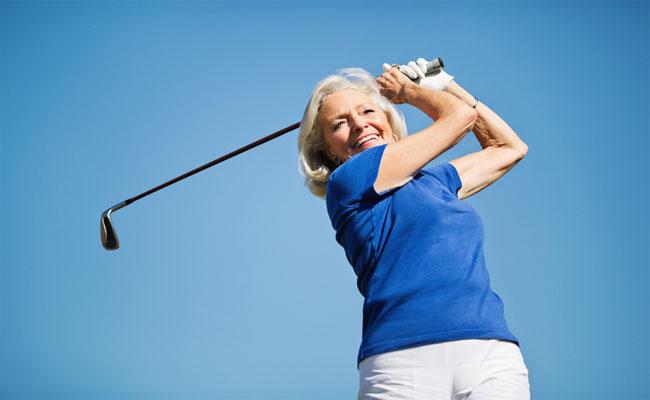 Woman-Swinging-Golf-Club